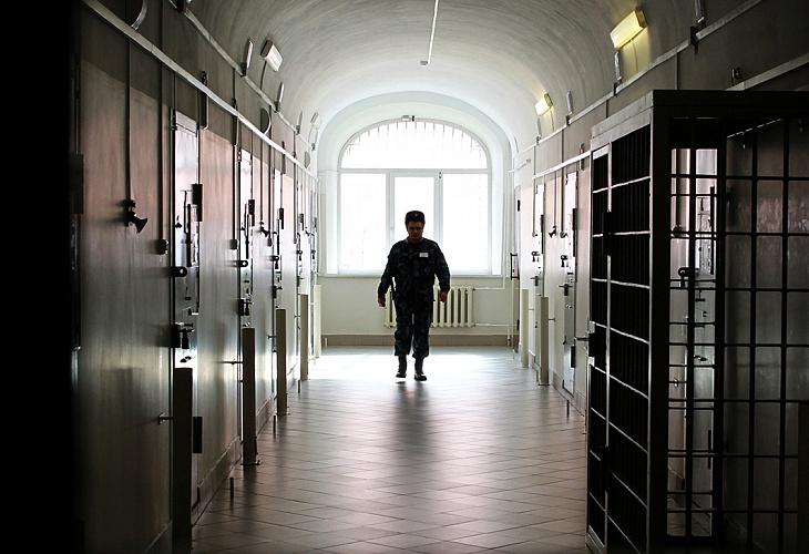 О безотлагательной подаче ходатайств и/или жалоб об изменении меры пресечения на не связанную с содержанием обвиняемого в СИЗО